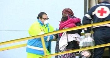 البحرية الإيطالية تنقذ أكثر من ألف مهاجر وتنتشل خمس جثث