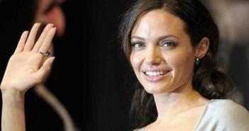 أنجلينا جولي لسوريون أبطال.. وشعرت بالرهبة عندما شاهدتهم