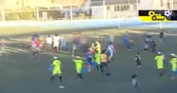بالفيديو شاهد مباراة كرة قدم تنتهي بمعركة دموية في سوريا