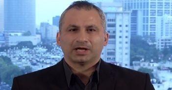 """بالفيديو: باحث اسرائيلي.. نريد رئيس جبان دكتاتور كـ""""بشار"""" يقتل شعبه ويحمينا!!"""