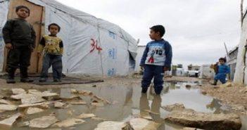ضابط لبناني: سأكسر المخيم فوق رؤوسكم.. 350 عائلة سورية مهددة بالطرد