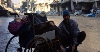 عجز زوجها عن إيصالها إلى الطبيب.. مسنّة تفارق الحياة في شوارع حلب