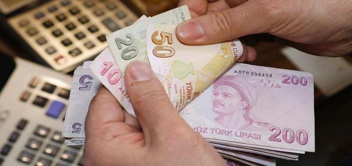 هبوط الليرة التركية إلى مستوى قياسي جديد أمام الدولار