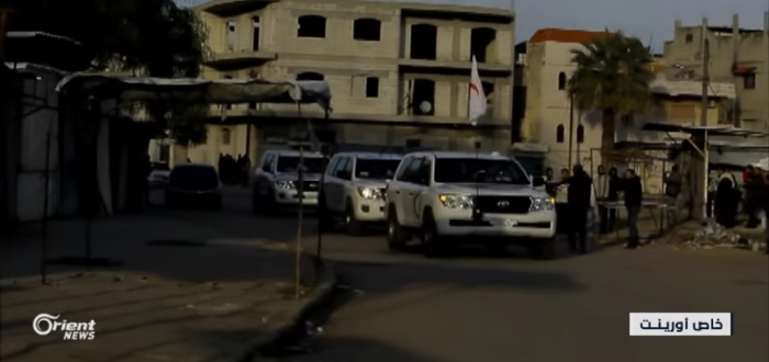 بالفيديو: ميليشيات الأسد تستهدف وفد الأمم المتحدة في حي الوعر