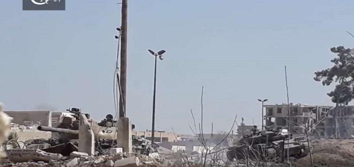 فيديو+صور: شاهد دبابات نظام الأسد المدمرة تتراكم على جبهات الغوطة