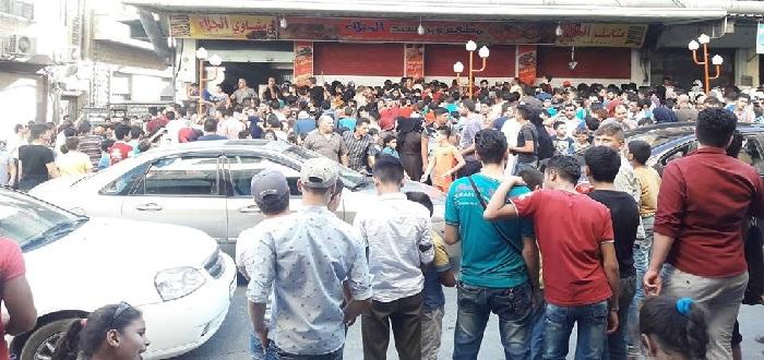 مطعم في مدينة حماة يقدم عرضا ويتراجع عنه بسبب الإقبال الكبير..!