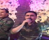 بالفيديو: حقد وكراهية.. أغنية عنصرية لموالٍ يشمت بقتل المدنيين في إدلب!