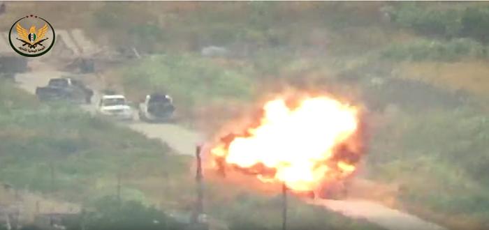 بالفيديو: نسف رتل عسكري لقوات الأسد بصاروخ موجه في حماة