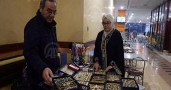 من التدريس بالجامعة ومؤلفات بعدّة لغات إلى بيع الإكسسوارات في شوارع عمّان