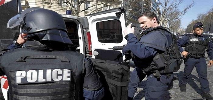 بعد ألمانيا.. فرنسا تعتقل عنصرا لدى مخابرات الأسد متهم بارتكاب جرائم ضد الانسانية