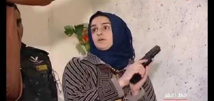 قَبَلَّتْ أطراف زوجها قبل وبعد الجريمة.. ومن ثم قتلته وتصورت مع جثته سيلفي!!