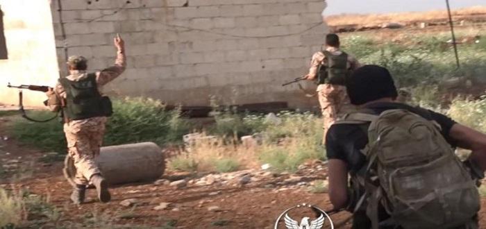 الفصائل المقاتلة تكبد قوات الأسد خسائر بالجملة.. أسرى وآليات مدمرة بريف حماة