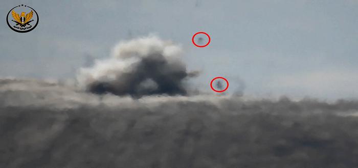 بالفيديو: شاهد صاروخ موجه ينثر جثث عناصر قوات الأسد جنوبي إدلب