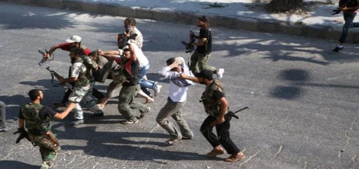 شبيح يقتل عنصراً من قوات الأسد في حلب