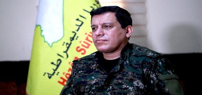 """قائد """"قسد"""" يتهم أمريكا """"ببيعهم"""" ويهدد بعقد صفقة مع روسيا ونظام الأسد"""