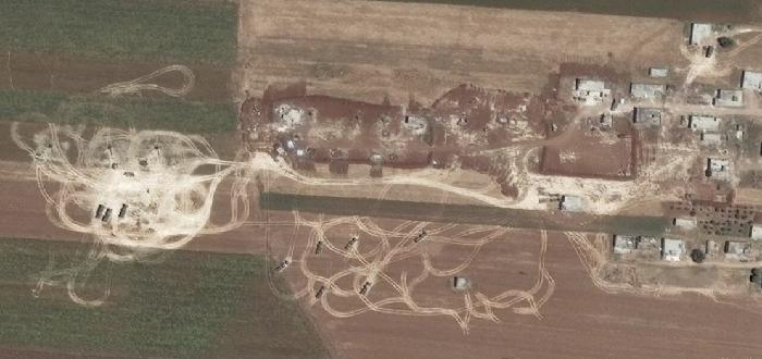 مقتل 20 عسكرياً إثر انفجار معسكر ذخائر بريف حماة.. بينهم ضابطان روسيان أحدهما جنرال