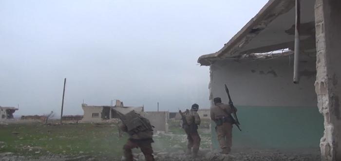 بالفيديو: قتال شوارع بين الفصائل المقاتلة وقوات الأسد شرق إدلب
