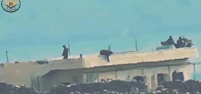 بالفيديو: صاروخ موجه يفتك بمجموعة من قوات الأسد جنوب إدلب